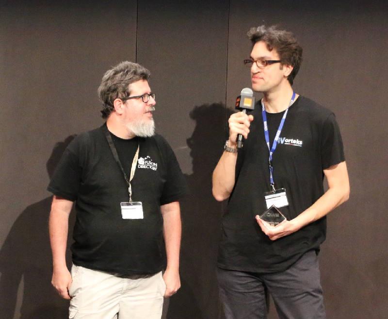 Benoit Mortier et Clement Oudot recoivent le prix Community a l'ow2con 2018